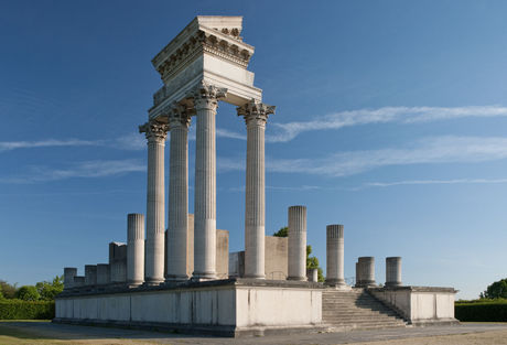 """The """"Harbour Temple"""" protection shelter and partial reconstruction"""